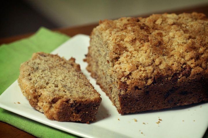 Freshly_baked_banana_bread