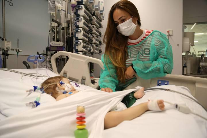 Foto1: Una de les nenes que van rebre transplantament de fetge a